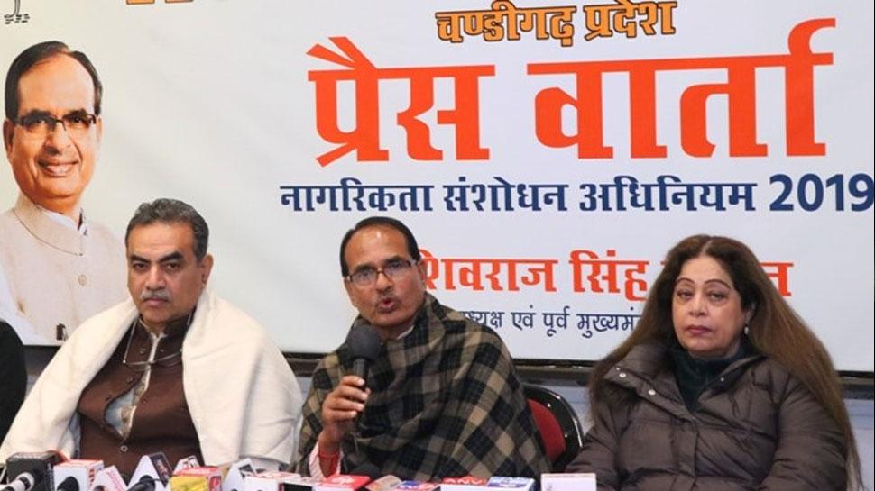 सोनिया गांधी संसद में कुछ नहीं बोलीं और राजघाट पर शांतिमार्च कर रही हैं: शिवराज