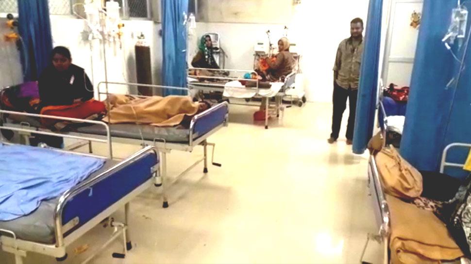 कोटा: जेके लोन अस्पताल का ICU ही दे रहा संक्रमण, तीमारदार गंदे पानी की सफाई करने को मजबूर