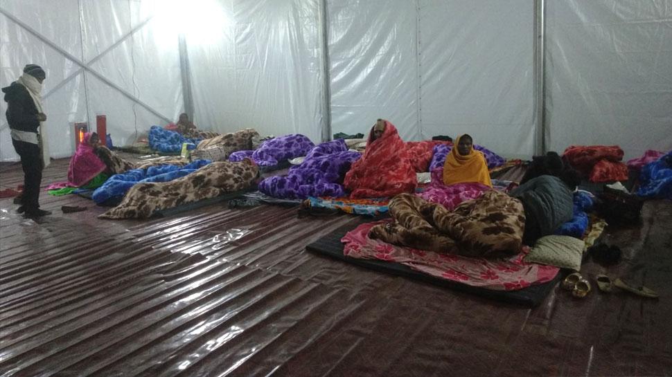 कड़ाके की ठंड में रैन बसेरों का सहारा, रजाई-गद्दे और हीटर से मुसाफिरों को राहत