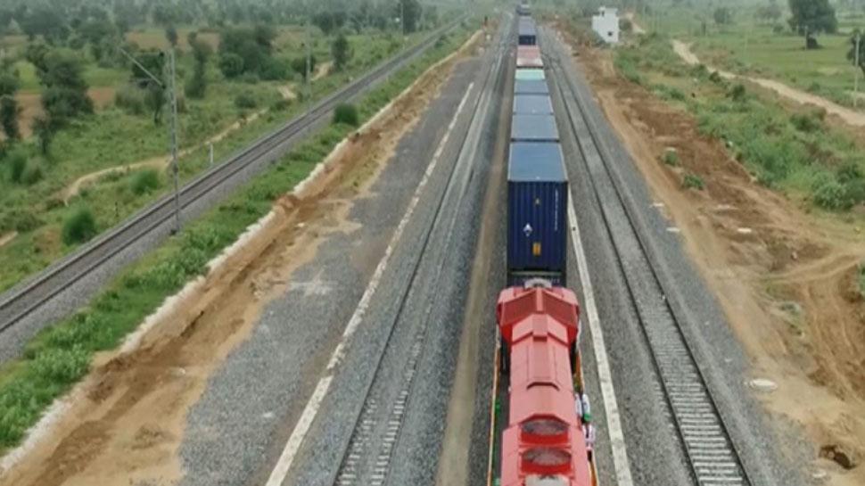 फ्रेट कॉरिडोर पर सुपर फास्ट ट्रेन की स्पीड से दौड़ी मालगाड़ी, अब बदलेगी भारतीय रेलवे की तस्वीर