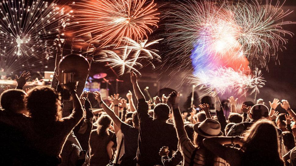 New Year Party: गाने बजाने के लिए करना होगा भुगतान. जानिए क्या है बॉम्बे हाईकोर्ट का नया फरमान