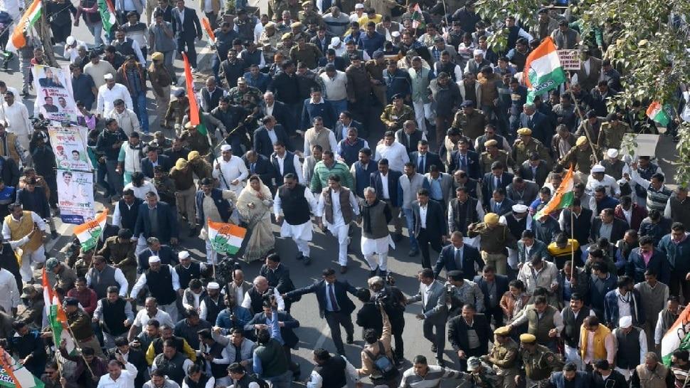 जयपुर: 134 साल की हुई कांग्रेस पार्टी, केंद्र सरकार की नीतियों के खिलाफ सड़क पर उतरे कांग्रेसी