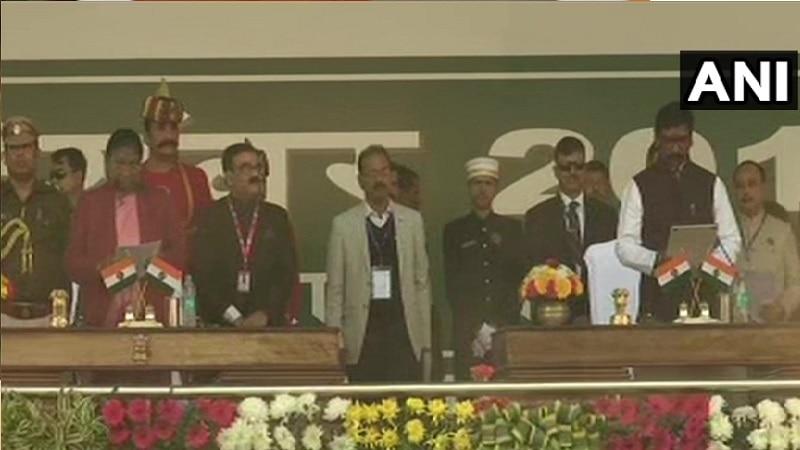 झारखंड के 11वें मुख्यमंत्री बने हेमंत सोरेन, कांग्रेस के कोटे से दो लोग बने मंत्री