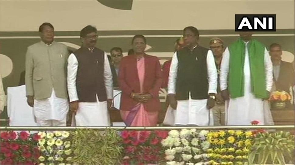 हेमंत सोरेन बने झारखंड के CM, कांग्रेस के 2, RJD के 1 MLA ने ली मंत्री पद की शपथ