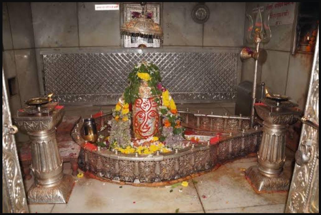 महाकालेश्वर मंदिर की महिमा अपार! श्रद्धालु ने बनवाया 151 किलो के चांदी का गेट