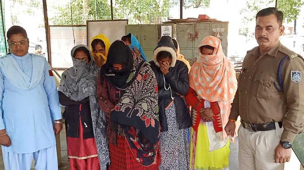 MP : नीमच में देह व्यापार के अड्डों पर रेड, 4 नाबालिग सहित 12 लड़कियां पकड़ी