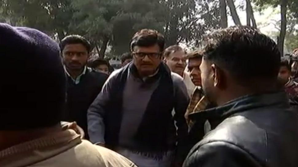 कोटा: बच्चों की मौत पर राजनीतिक हलचल तेज, राजेंद्र राठौड़ और कालीचरण सर्राफ ने किया दौरा