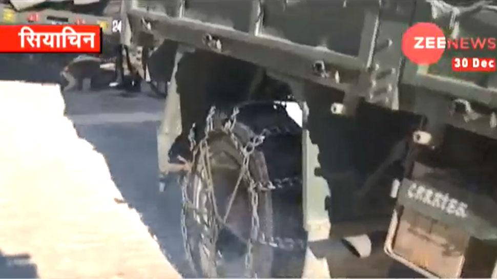 सियाचिन: जहां गाड़ियों के टायरों से लपेटनी पड़ती है जंजीर, अंडे-टमाटर बन जाते हैं 'पत्थर'