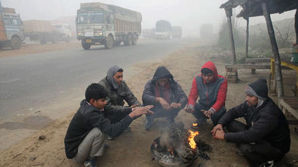 उत्तर भारत: ठंड की ठिठुरन बरकरार, कोहरे से राहत, 30 से ज्यादा ट्रेनें लेट
