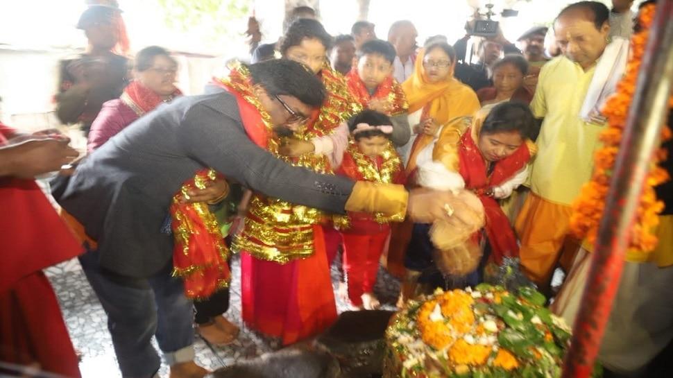 रामगढ़: CM हेमंत सोरेन ने परिवार संग रजरप्पा मंदिर में टेका मत्था