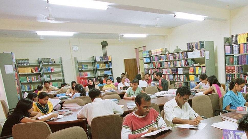 जम्मू कश्मीर में इंटरनेट बंद होने से लाइब्रेरी में बढ़ी रौनक