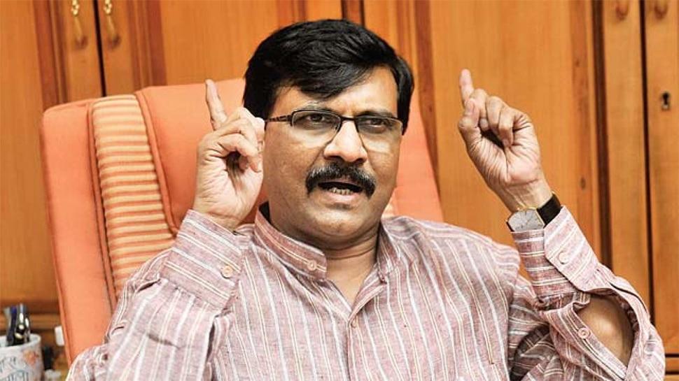 'आज के शिवाजी, नरेंद्र मोदी' किताब पर शिव सेना का वबाल, बताया मराठियों की बे इज्ज़ती