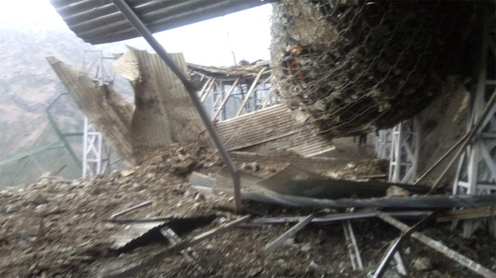 माता वैष्णो देवी भवन की ओर जा रहे थे श्रद्धालु, एकाएक गिरने लगे पहाड़ से पत्थर, 3 घायल