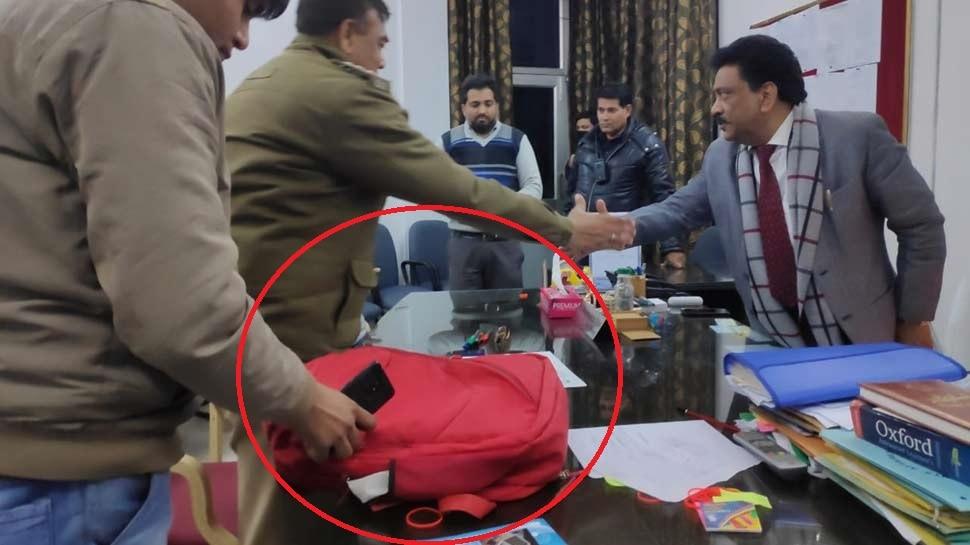 जामिया गोलीकांड: आरोपी का बैग बरामद, किताबों के साथ मिले ये सामान