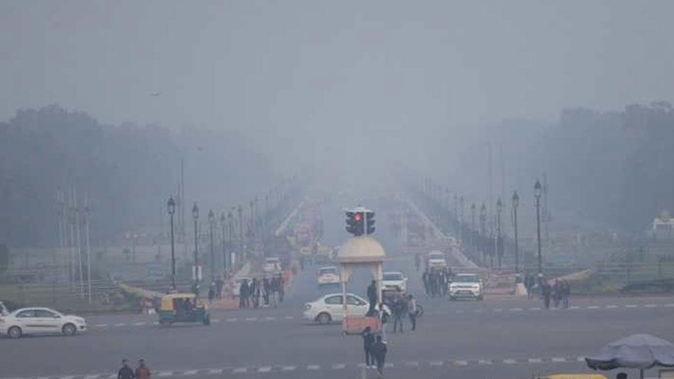 दिल्ली-NCR में फिर लौटी ठंड, तेज हवाओं ने बढ़ाई ठिठुरन