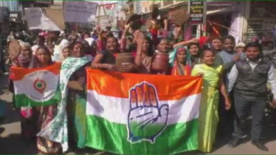 भरतपुर: गैस सिलेंडर के बढ़े दामों को लेकर महिला कांग्रेस ने निकाली विरोध रैली