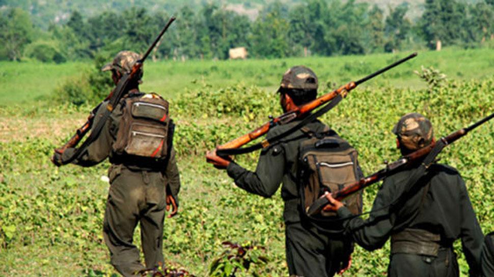 झारखंड: पुलिस-सीआरपीएफ ने नक्सली ठिकानों पर की छापेमारी, बारुदी सुरंग, हथियार जब्त