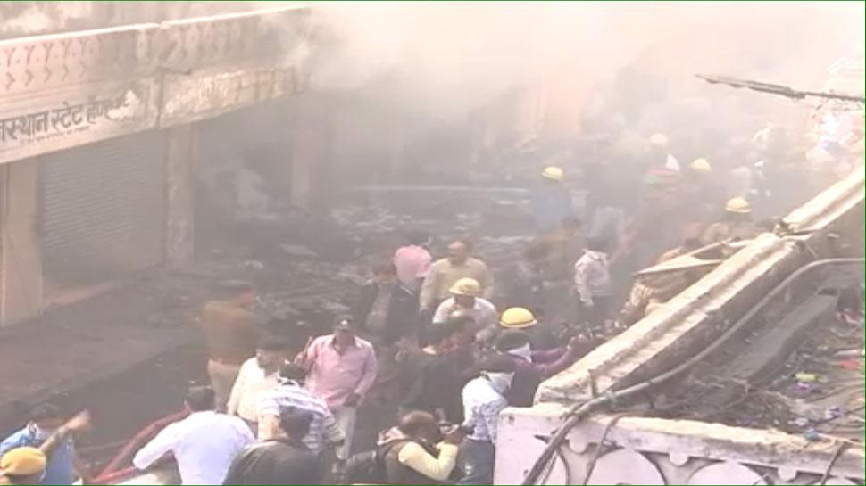 VIDEO: जयपुर के इंदिरा बाजार की 12 से ज्यादा दुकानों में आग का तांडव, लाखों का नुकसान