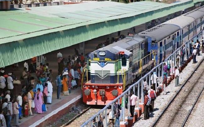होली के मौके पर बढ़ सकती हैं परेशानियां, 46 ट्रेनों को किया गया रद्द