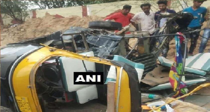 गुजरात में दर्दनाक सड़क हादसे में 11 बारातियों की मौत