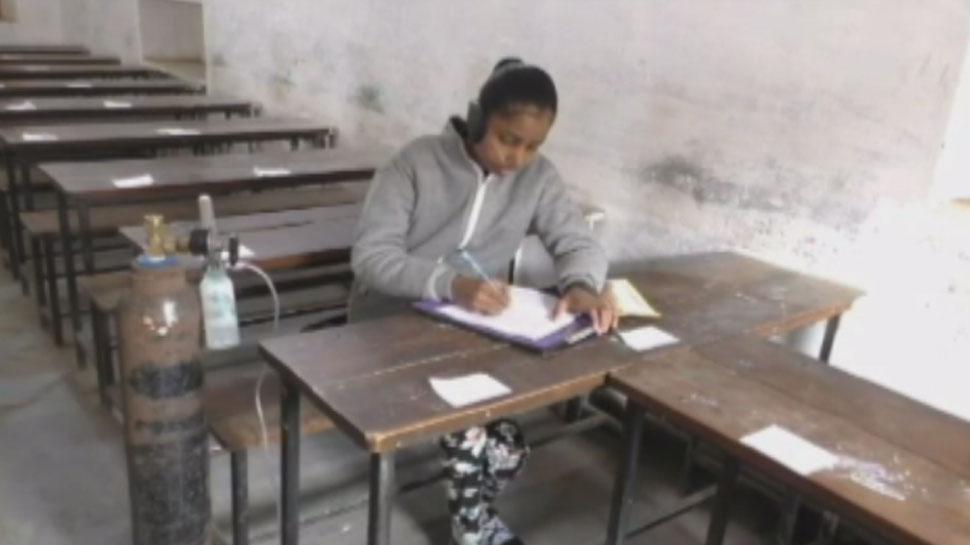 ऑक्सीजन सिलेंडर के सहारे दे रही परीक्षा, बरेली की इस छात्रा के जज्बे को हर तरफ सलाम
