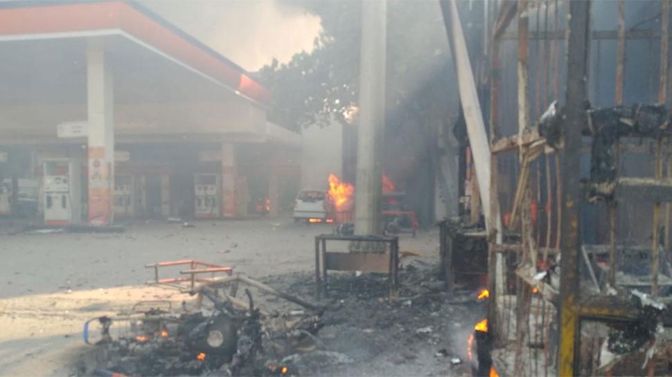 दिल्ली हिंसा: पुलिसकर्मी की मौत, DCP-ACP समेत 10 घायल, 5 मेट्रो स्टेशन बंद