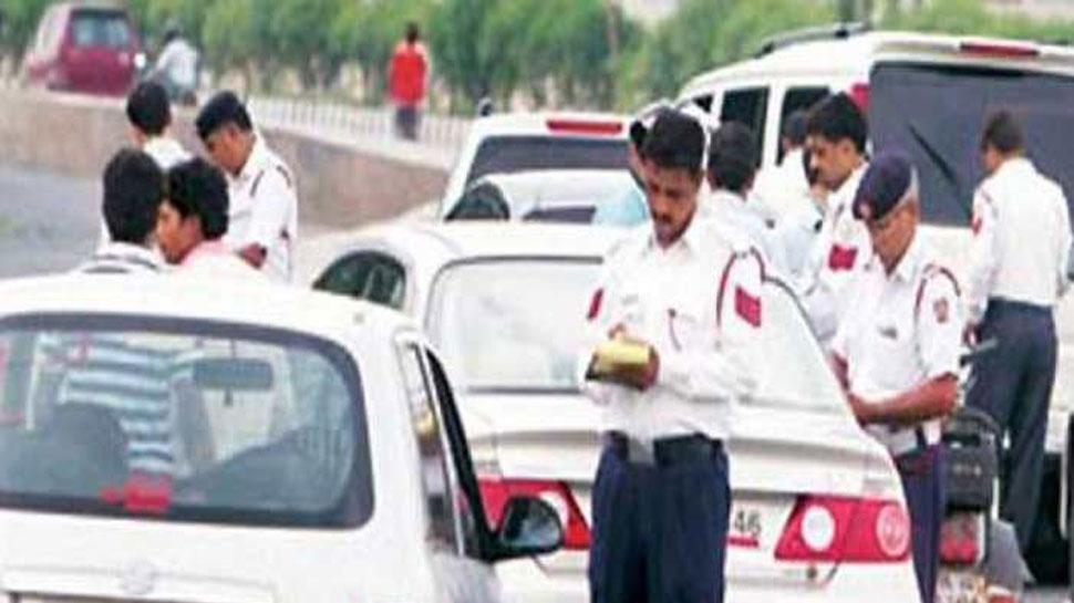 CG: रेड डालने आई IT की गाड़ियों का कटा चालान, BJP बोली अधिकारियों को काम करने से रोक रही सरकार