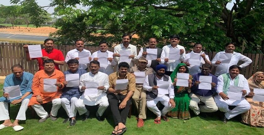 सिंधिया ने छोड़ी कांग्रेस, 19 विधायकों का भी दिलवाया इस्तीफा