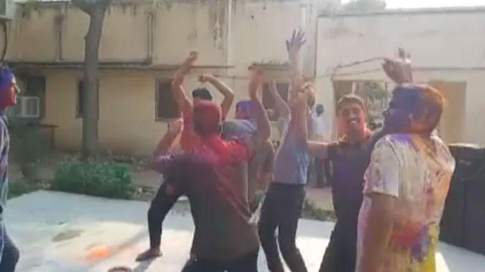जोधपुर: पुलिसकर्मियों ने मनाई होली, डीजे पर किया जमकर डांस