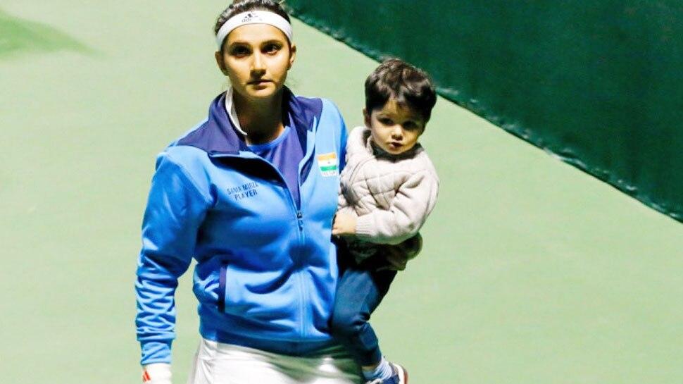 बेटे को गोद में लिए टेनिस कोर्ट में उतरीं Sania Mirza, तस्वीर देख इस एक्टर दिया ऐसा REACTION