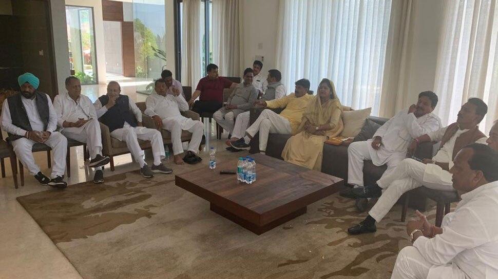 CM कमलनाथ की सिफारिश पर राज्यपाल ने सिंधिया समर्थक 6 मंत्रियों को किया बर्खास्त