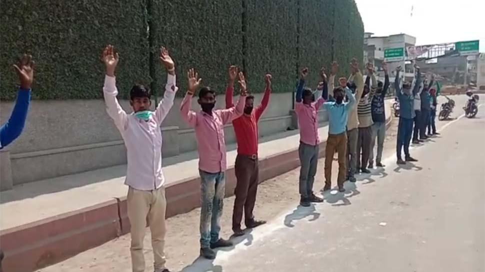 लॉकडाउन का नियम तोड़ने वालों को कानपुर पुलिस ने सिखाया सबक,लोगों को बनाया मुर्गा