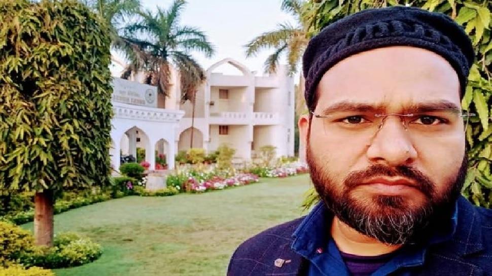 जामिया के प्रोफेसर अबरार सस्पेंड, नॉन-मुस्लिम तलबा को फेल करने का किया था दावा