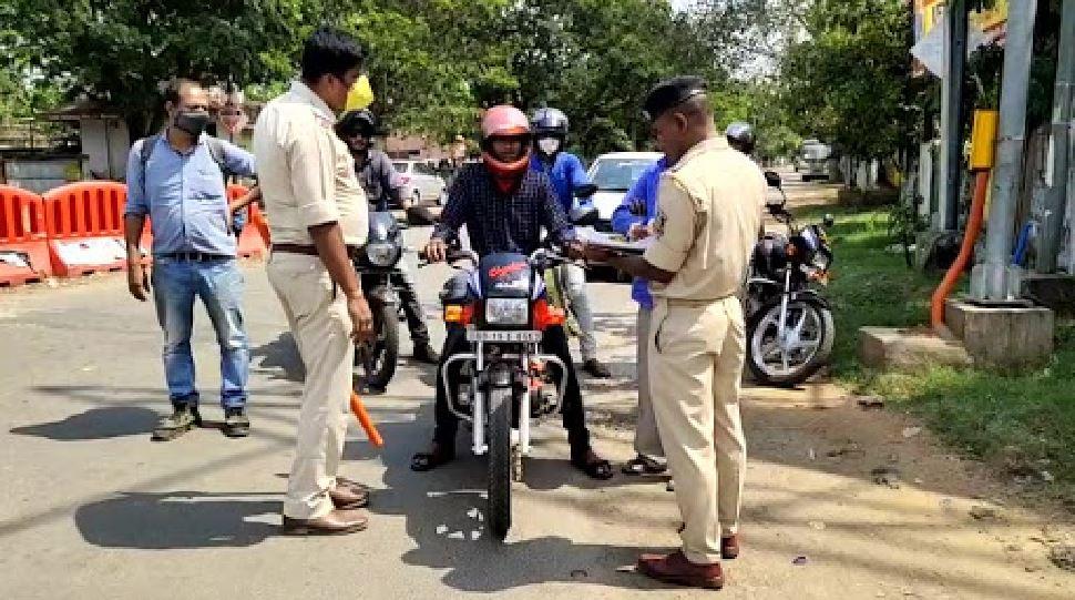 झारखंड: Lockdown न मानने वालों पर पुलिस सख्त, 90 बाइक की सीज
