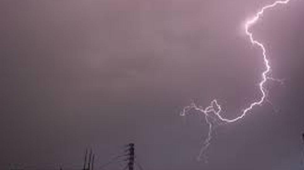 सुबह से दिल्ली-NCR में हो रही बारिश, दिनभर आसमान में बादल छाए रहेंगे