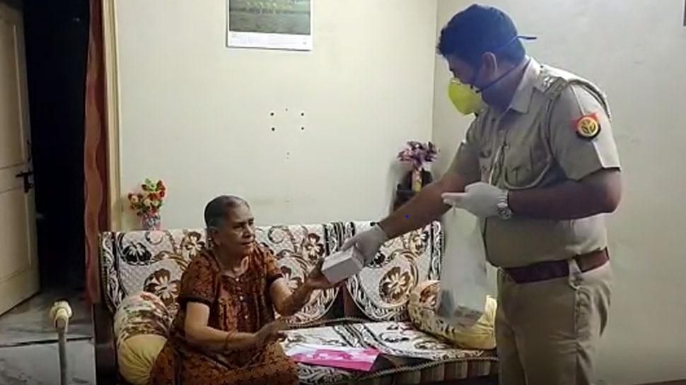 लॉकडाउन में पुलिस ने घर जाकर पहुंचाईं दवाइयां, बुजुर्ग महिला बोली बहुत-बहुत धन्यवाद