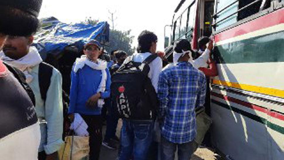 Crowd at UP-Delhi Border