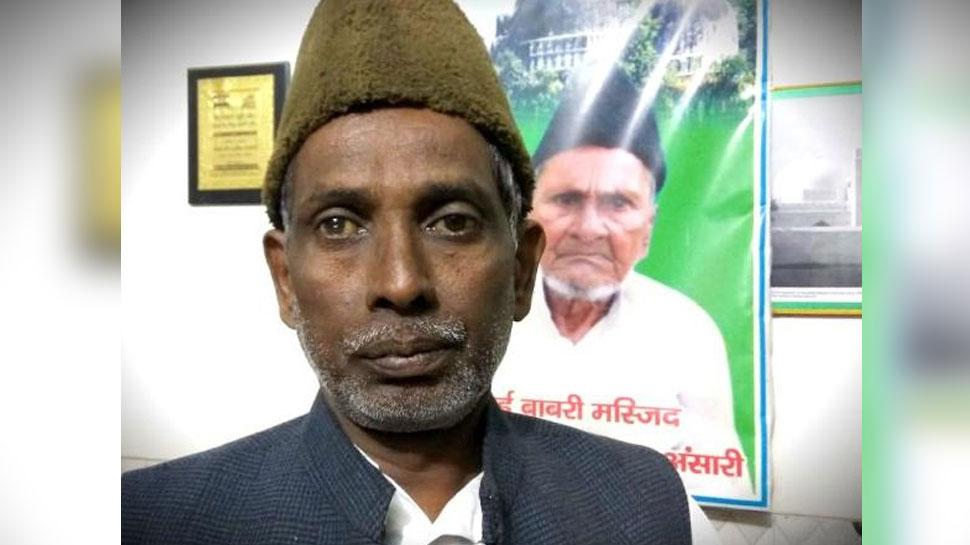 अयोध्या: बाबरी मस्जिद के पक्षकार इकबाल अंसारी ने भी मोमबत्ती जलाकर देश को दिया एकजुटता का संदेश