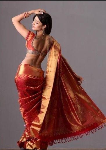 shruti hassan hot saree look