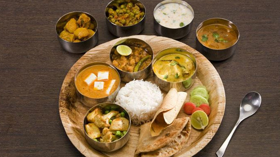 राजस्थान: मदद के लिए कैलादेवी मंदिर आया आगे, मास्क-सैनिटाइजर सहित दे रहा भोजन