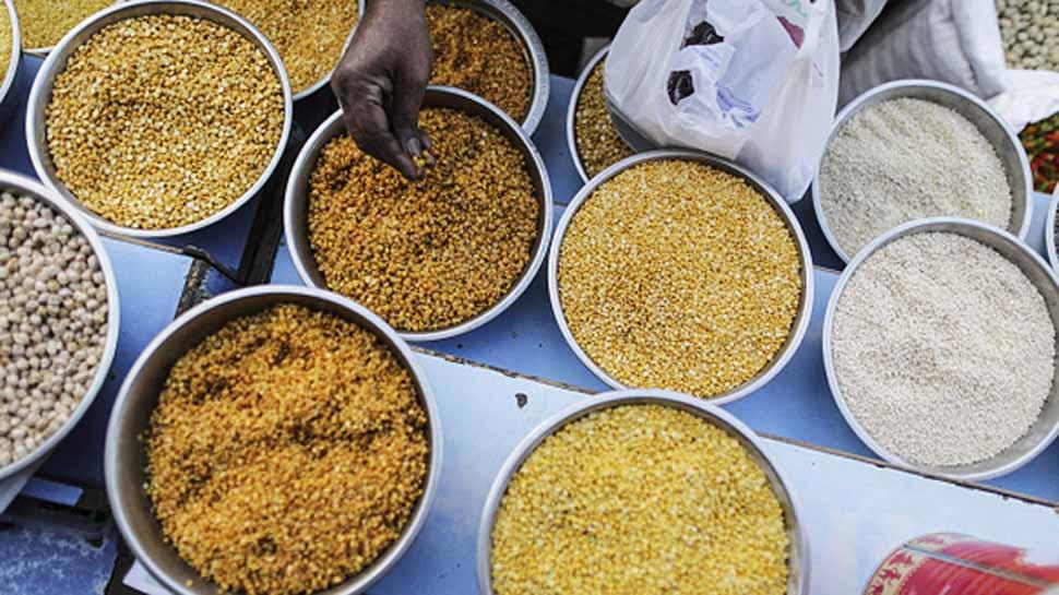रसद विभाग ने लागू की नई व्यवस्था, अब आधार नंबर से होगा राशन सामगी का वितरण