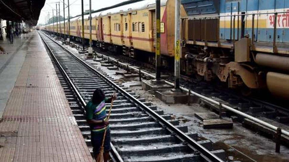 अजमेर: प्रशासन की गहलोत सरकार से मांग, कहा- जायरीनों के लिए चलाई जाए विशेष ट्रेन