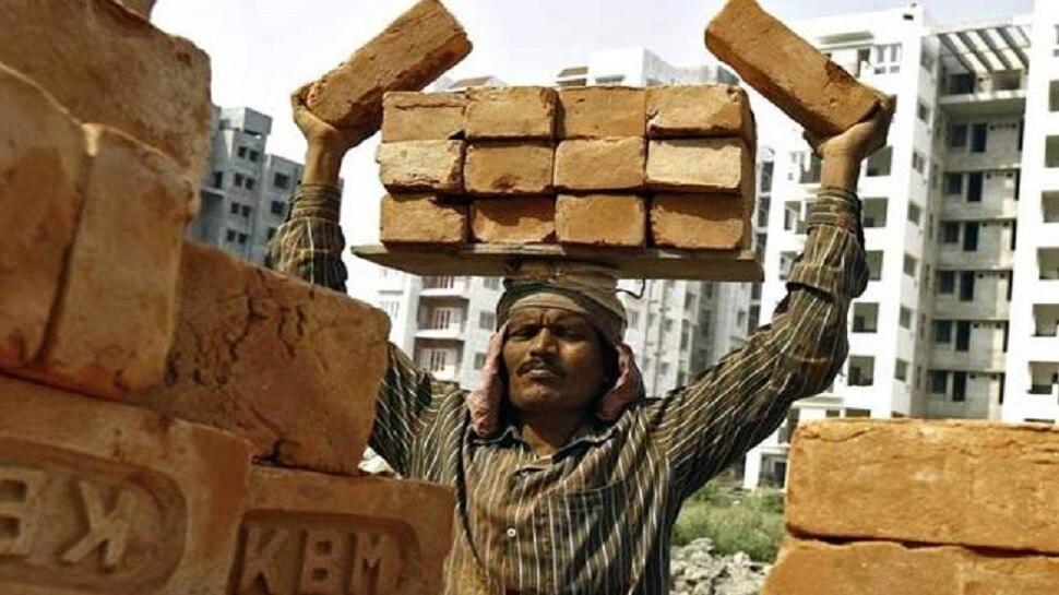 LABOUR DAY: लॉकडाउन की वजह से मजबूर हुए मजदूर, काम ना मिलने की वजह से पड़े खाने के लाले