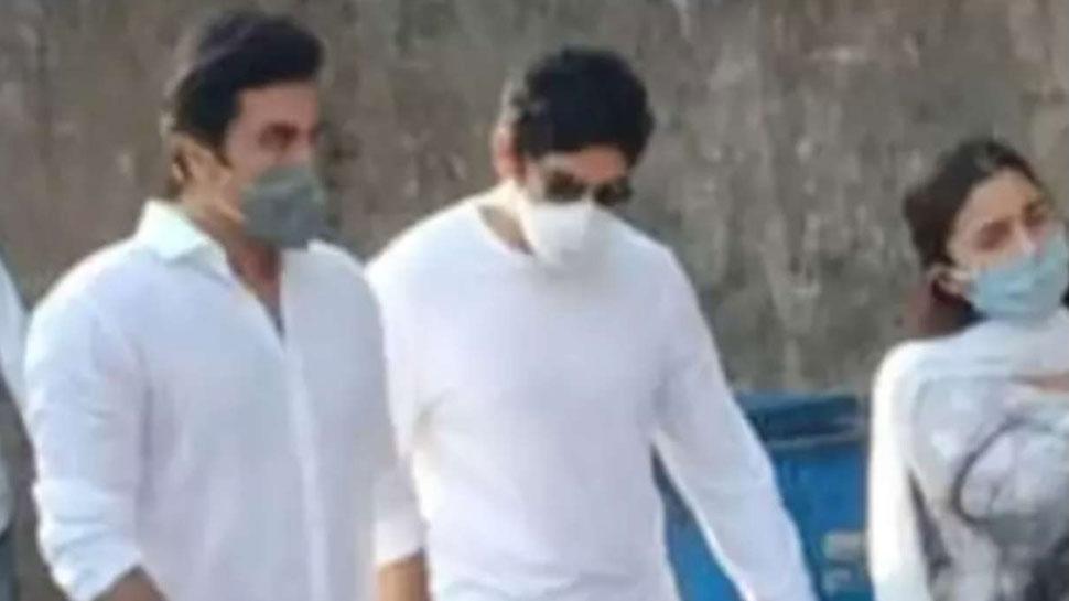 Ranbir Kapoor ने पिता Rishi Kapoor की अस्थियां ...