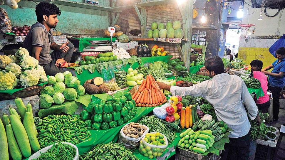 इंदौर: बिना लाइसेंस वाले फल और सब्जी विक्रेताओं की खैर नहीं, कलेक्टर ने दिये कार्रवाई के आदेश