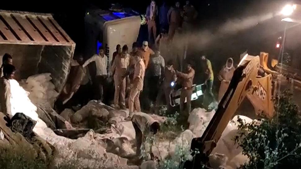 Bad Road accident in Auraiya 24 people died Uttar Pradesh ...