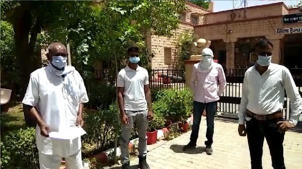 नागौर: शहीद के परिवार को इस तरह प्रताड़ित कर रहा सरपंच, कलेक्टर से लगाई गुहार