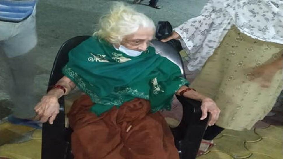 कोरोना के खौफ के बीच 100 साल की इस दादी ने किया जो कमाल, हर कोई जज्बे को कर रहा सलाम