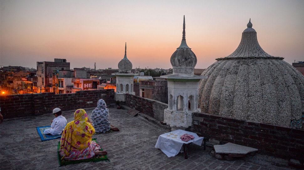 नजर नहीं आया चांद, रविवार को आखिरी रोजा, सोमवार को मनाई जाएगी ईद
