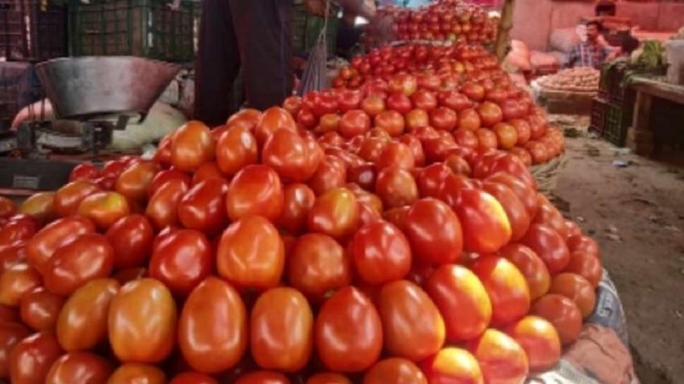 कोरोना के चलते एक रुपये से नीचे आई टमाटर की कीमत, अन्य सब्जियों के भी गिरे दाम